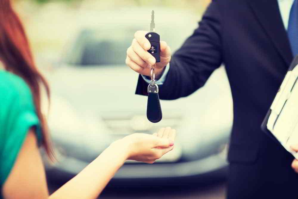 Gdzie i w jakim czasie zgłosić sprzedaż samochodu?